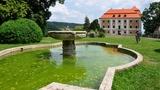 Výstavy současného umění na zámku Valeč