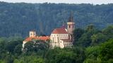 Sázavský klášter - open air koncert s Anetou Langerovou, písničkářem Samson Lenkem a kapelou Jablkoň