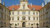 Degustace vín VOC Valtice na nádvoří zámku Valtice