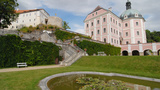 Na hrad a zámek Bečov za relikviářem sv. Maura