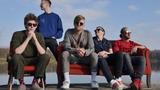 NEBE představují videoklip k novému singlu Eso a ruší letní koncerty. Zpěvák Petr Harazin nastupuje na protialkoholní léčbu