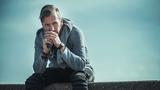 """Písničkář LÁSKA přichází s novým singlem """"Pane"""" a pouští se do polemiky s bohem"""