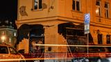 Významné budovy v centru Prahy přes noc pokryly graffiti