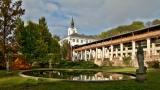 Zámek Lysice - barokní stavba na místě renesanční vodní tvrze