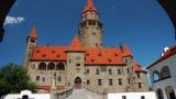 Hrad Bouzov - romantický hrad v malebné krajině Litovelska a Mohelnicka