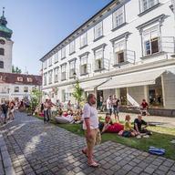 Město lidem, lidé městu: Centrum Českým Budějovic ožije sousedskou slavností plnou zábavy a nevšedních událostí