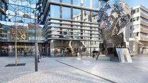 Výlet za sochami - Pohyblivá socha Franze Kafky vytvořena světově proslulým umělcem Davidem Černým