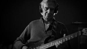 Legendární kytarista John McLaughlin se vrátí v březnu 2017 po devíti letech do Prahy