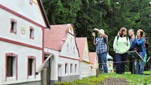 Slavnostní odhalení dalšího modelu obce Holašovice v parku Boheminium