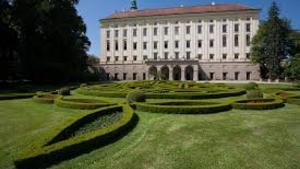 Promítání filmu Dáma s kaméliemi v Květné zahradě v Kroměříži