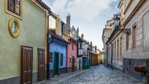 Výlety po Praze - Zlatá ulička v areálu Pražského hradu