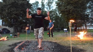 BELTINE FIREWALKING V PANENSKÉM TÝNCI