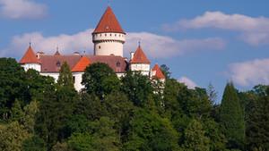 Koncert chlapeckého sboru Boni pueri na jižní terase zámku Konopiště.