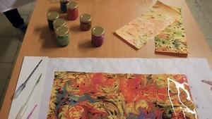 Vyrobte si mramorovaný papír v muzeu