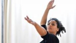 Hrdinové - Na povrchu revoluce / Khouloud Yassine (LB) - Divadlo Alfred ve dvoře