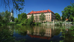 Hovory s kastelány: O zámku Libochovice s Michaelou Prokopovou