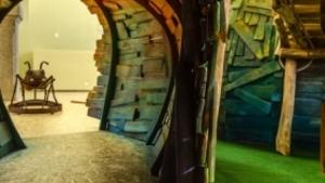 Písecké Mraveniště pro děti. Obří dřevěný labyrint tunelů, schovávaček a mostů