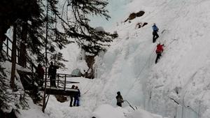 Ledolezení – zažijte adrenalinový zážitek a zdolejte ledovou stěnu