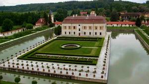Autorské čtení současných básníků v zahradě zámku Kratochvíle
