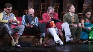 Drž mě pevně, miluj mě zlehka - divadelní adaptace úspěšného románu Roberta Fulghuma