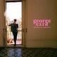 George Ezra vydal 23. března nové studiové album Staying At Tamara's. Představí ho naživo na Colours of Ostrava