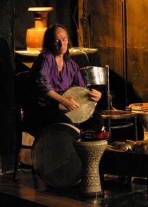 Bubeník Patti Smith tvoří soundtrack ke kultovnímu filmu Muž s kinoaparátem