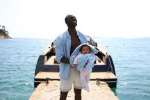 Po světovém hitu Nedotknutelní Omar Sy opět září ve skvělé komedii I dva jsou rodina
