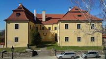 Navštivte Hořovice a projděte monumentální Sluneční bránou