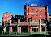 Jan Becher Muzeum - místo, kde se Becherovka od roku 1867 vyráběla