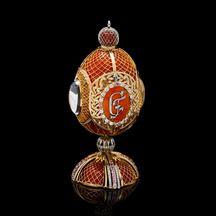 Mince s portrétem Gustava Fabergé se ukrývá v exkluzivním zlatém vejci