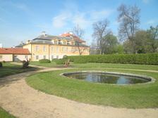 Po zámku Krásný Dvůr s chůvou Jana Rudolfa Černína