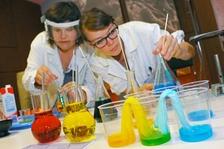 Věda hrou aneb Hrátky s chemií a fyzikou