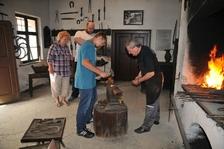 Kovářská a kolářská sobota v kovárně v Těšanech