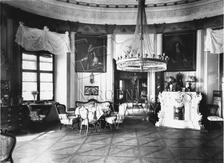 Výstava historických kočárků a hraček z 19. století a návštěva zámecké terasovité zahrady