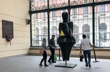 Obří socha Věstonické venuše v Galerii Vaňkovka